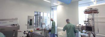 gmp cleanroom met grote raamsegmenten