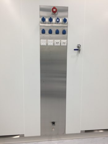 cleanroom Antwerp Space utility segment tussen retourlucht panelen