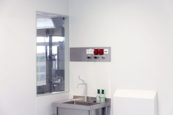 cleanroom wand aansluitpanelen met HEPA retourbox