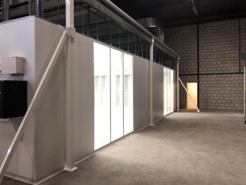cleanroom wand met grote ramen HIGHCARE Cleanrooms